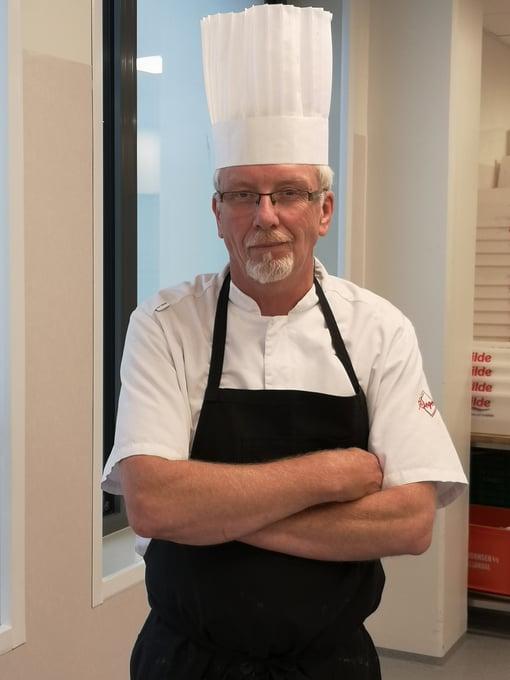 Egil Karlsen på sentralkjøkkenet i Stjørdal