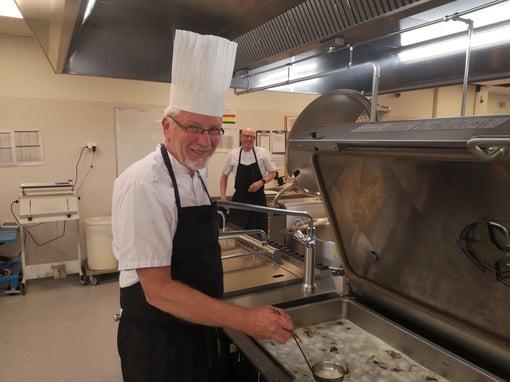 På sentralkjøkkenet i Stjørdal er Egil opptatt av bærekraft
