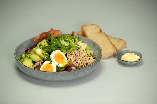 Månedens Kokk, Tonje Dahle fra Jordbærpikene har laget en vegetarisk salat med mye godt