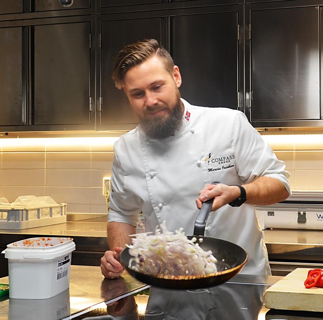 Månedens kokk: marius jacobsen jakter på trendene som gjør personalrestauranten enda bedre