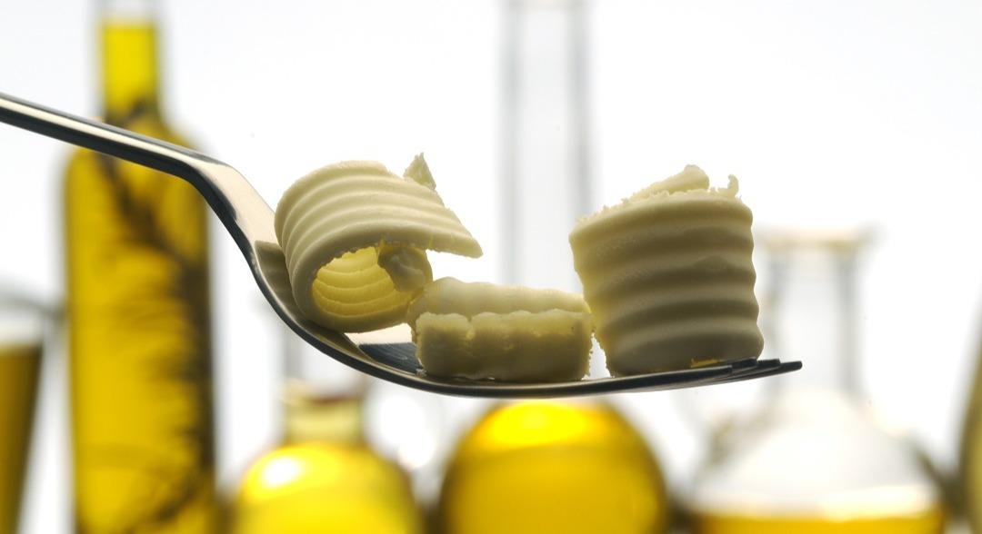 Hva slags fett egner seg best til matlaging - smør, margarin eller planteoljer?